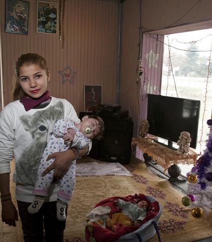 1456790 kataulismos roma lifo  7  1 - Χριστούγεννα σ' έναν καταυλισμό Ρομά στον Τύρναβο (φωτο)