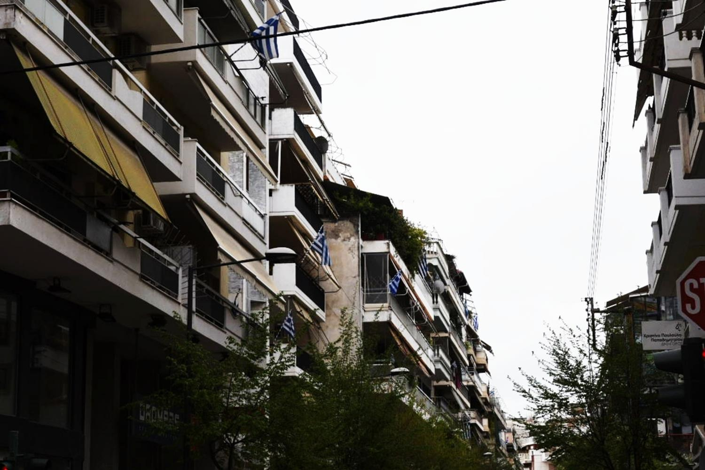 Εθνική επέτειος: Πλημμύρισαν γαλανόλευκες τα μπαλκόνια των Λαρισαίων - Δείτε φωτορεπορτάζ