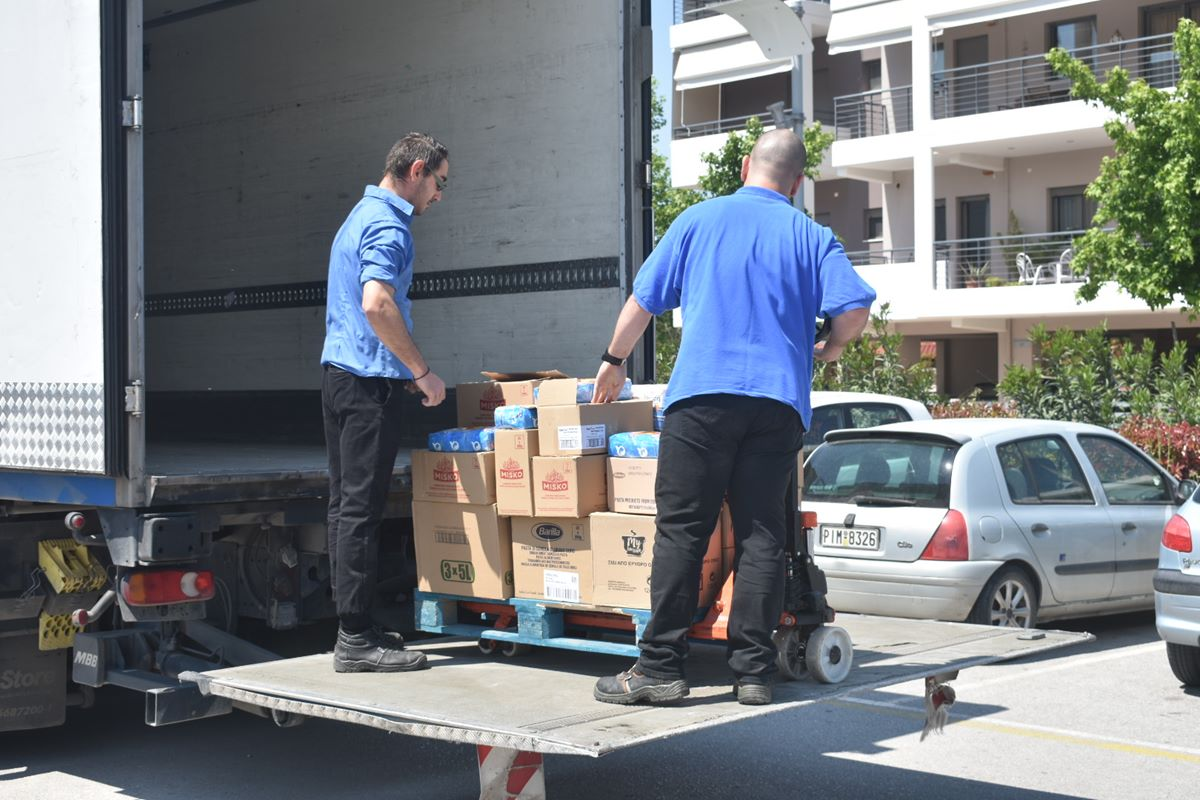 10.000 πακέτα με τρόφιμα παραδόθηκαν στον δήμο Λαρισαίων – Καλογιάννης «Δίνουμε μεγάλη μάχη αυτό το διάστημα» (φωτο – βίντεο)