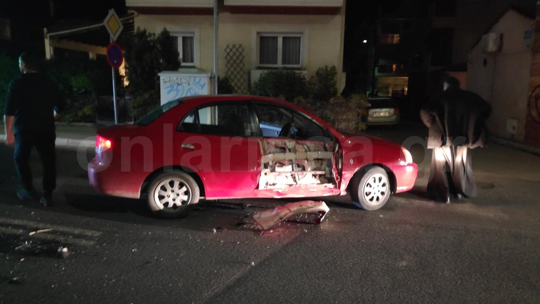 Σοβαρό τροχαίο στην οδό Βόλου - Μηχανή συγκρούστηκε με αυτοκίνητο (φωτο)