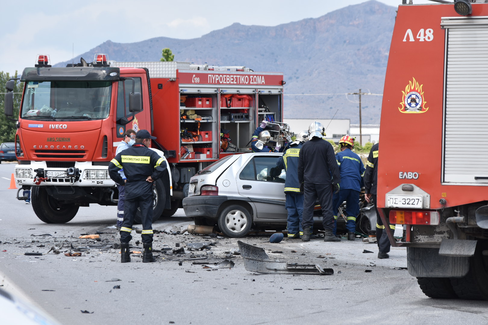 Λάρισα: Θανατηφόρο τροχαίο στον κόμβο Πλατυκάμπου - Σκοτώθηκε νεαρός οδηγός (Δείτε φωτογραφίες)