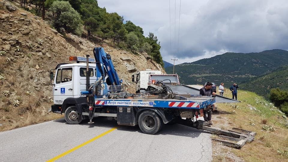 Λάρισα: Σοκαριστικό ατύχημα στη Σπηλιά Κισσάβου με αυτοκίνητο που έπεσε σε χαράδρα 60 μέτρων - Άγιο είχε ο οδηγός! (φωτο)