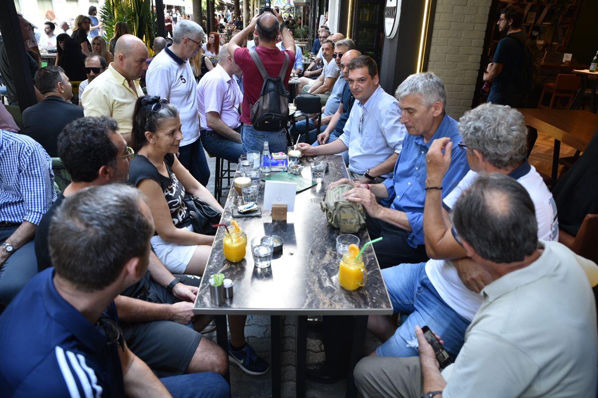 Στη Λάρισα ο Παναγιώτης Φασούλας ως υποψήφιος πρόεδρος της ΕΟΚ – Οι συναντήσεις του σε κεντρικό καφέ της πόλης (φωτο - βίντεο)