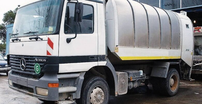 Λάρισα: Δημοτική υπάλληλος έπεσε από απορριμματοφόρο και τραυματίστηκε στο κεφάλι - Μεταφέρθηκε στο νοσοκομείο
