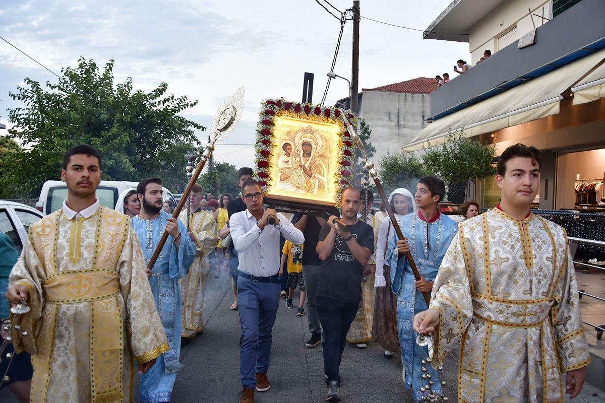 Πλήθος κόσμου στον Πλαταμώνα υποδέχθηκε την Παναγία Τριχερούσα - Στην υποδοχή συμμετείχε η Φιλαρμονική του Ι.Ν. Αγίου Γεωργίου Λάρισας (φωτο)