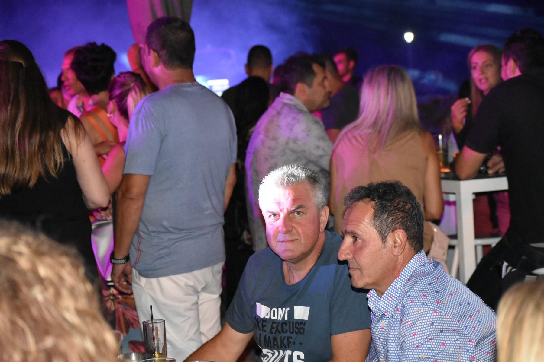 Ο Πλαταμώνας χόρεψε στους ρυθμούς της disco στο πρώτο μεγάλο disco πάρτι μετά την καραντίνα (φωτο - βίντεο)