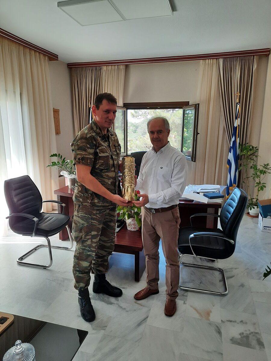Επίσκεψη του διοικητή της 361 ΠΑΠ στον δήμαρχο Τεμπών