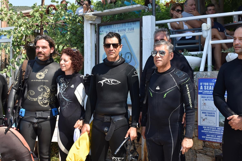 Τα πρώτα εγκαίνια στον κόσμο κάτω από το νερό έγιναν στην Αλόννησο - Δείτε φωτό και βίντεο