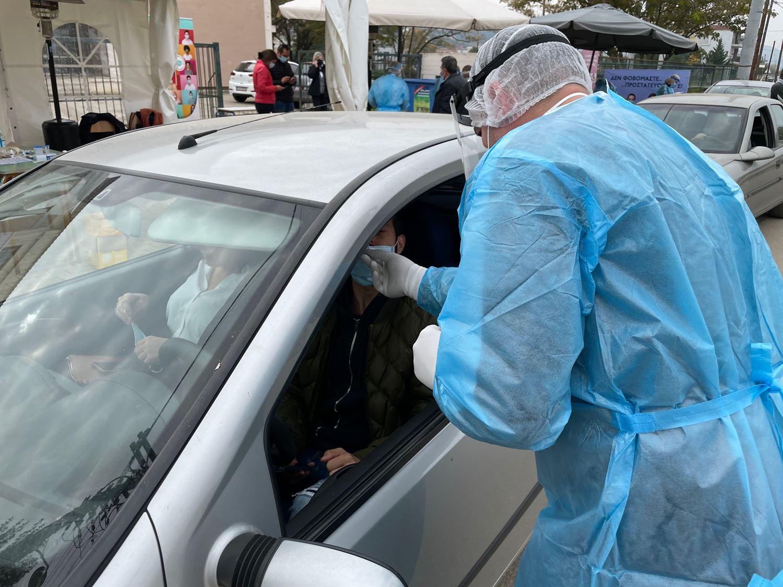"""Στην Καρδίτσα τη Δευτέρα αντί της Τετάρτης, το εβδομαδιαίο """"Drive through Rapid testing"""" για τη στέψη"""